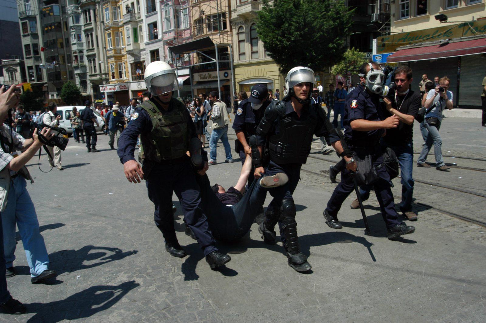 Devlet: hukuk mu, özgürlükler mi, yoksa polis mi?