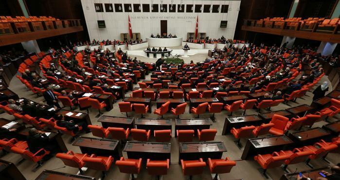 Yeni anayasa konuşmanın vakti ve zamanı değildir